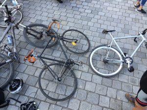 Zwei Born2.Bike Eigenbauten im Einsatz