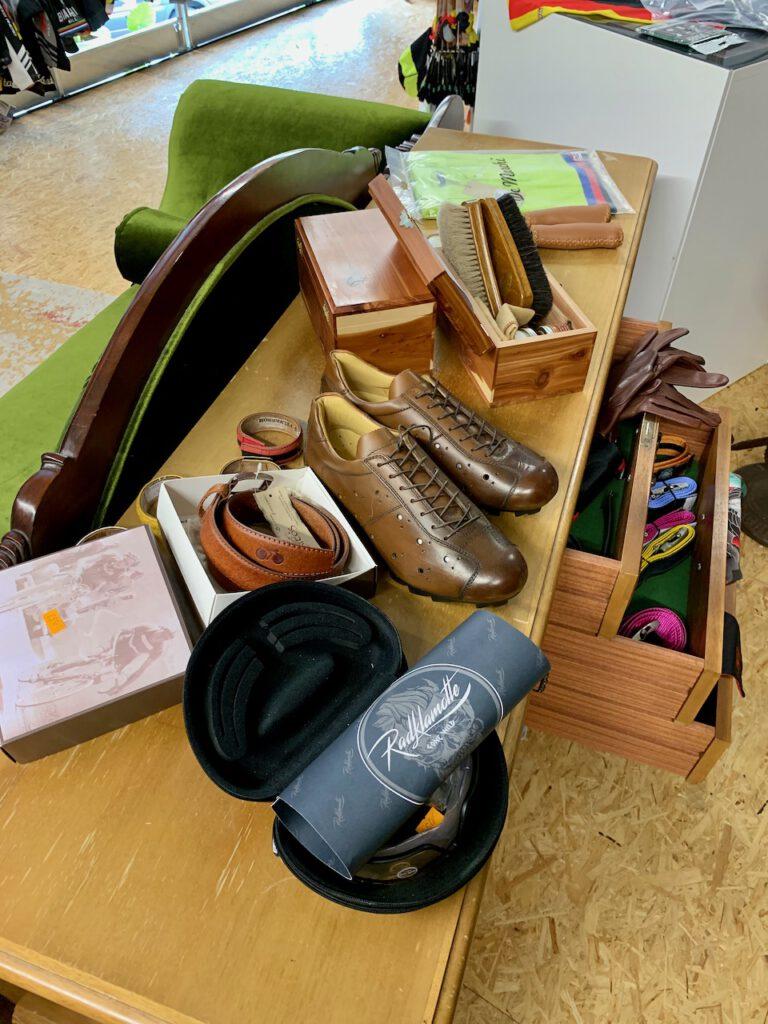 Schuhe und Handschuhe von Radklamotte